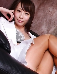 Aya Kisaki loves showing sexy legs in different positions