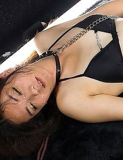 Tall model Madoka Yukishiro gets hired for a shoot she has never done before
