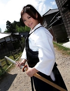 Kendo girl Jun Sena showing off