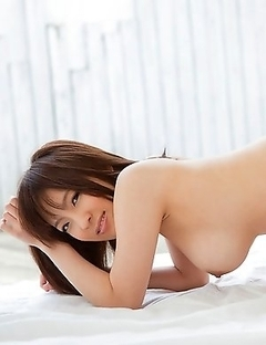 Check out the sexiest pics of An Mashiro for free