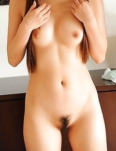 Leggy Japanese girl Jessica Kizaki demonstrates her hairy muff