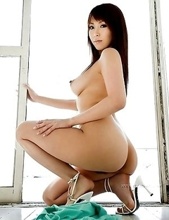 Fully naked photoset starring a spicy Ruru Anoa